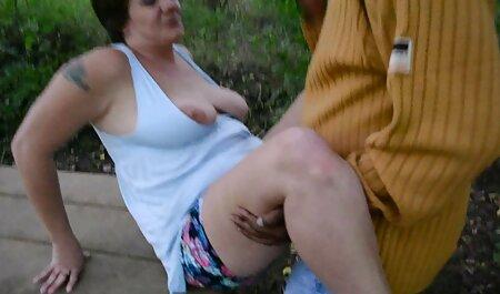 Wunderschöne reife MILF fingert ihre alte damen pornos nasse Box in einem Büro und wird dann gefickt