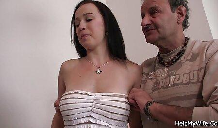 Das Verhalten zweier blonder Frauen erregt alte schlampen pornos eine Brünette.