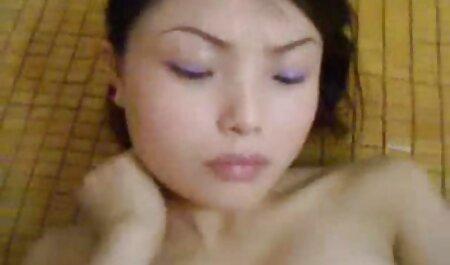 Die süße Umora pornos reife frauen schwimmt nackt im Pool
