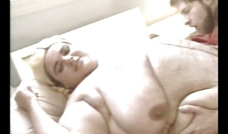 Blonde Big Tit Milf reife frauen in pornos liebt es, einen riesigen Schwanz in einem Taxi zu reiten