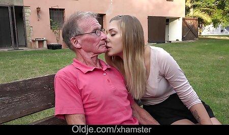 Zwei Mädchen fickten harten reife frauen pornos Kerl