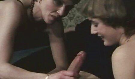 Zwei Schwänze für eine französische alte deutsche pornofilme Milf in Hitze, sie ist so geil!