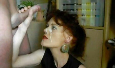 Die kleine schwarze Schlampe spielt mit ihrer Fotze alt pornos über Skype