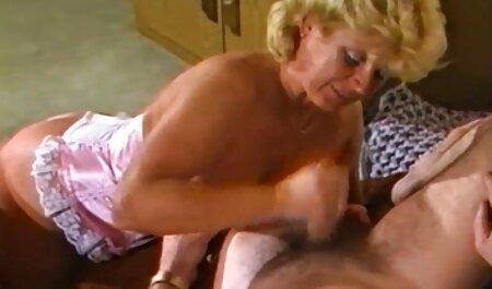 Heiße pornos mit alten Mädchen spritzen auf sein Gesicht